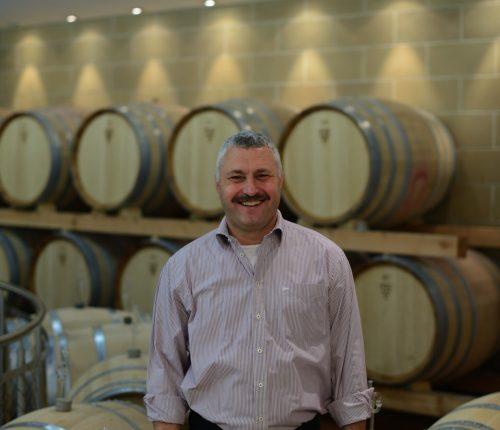 Man sieht Bernhard Idler, Vorstand Weinbau und Oenologie der Württembergischen Weingärtner-Zentralgenossenschaft