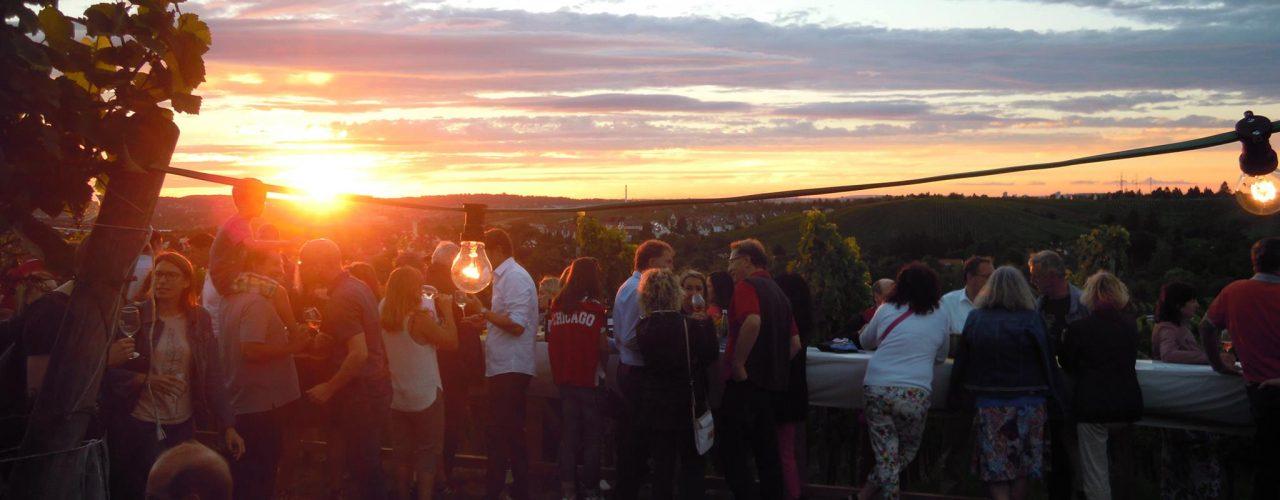 Man sieht den Sonnenuntergang über Stuttgart, von der Terrasse des Collegium Wirtemberg aus