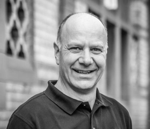 Man sieht Kellermeister Jürgen Off von der Weinmanufaktur Untertürkheim