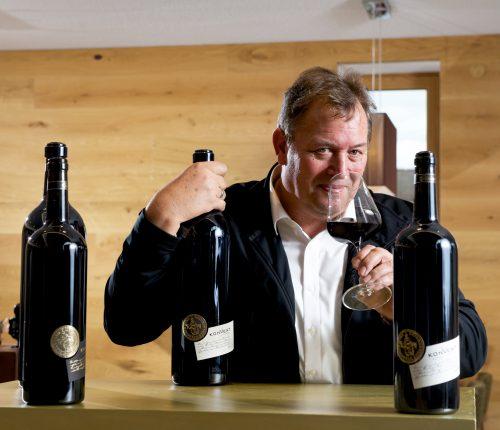 Man sieht Kellermeister Kurt Freudenthaler, Weinkonvent Dürrenzimmern