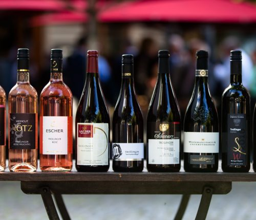 Man sieht die Siegerweine beim diesjährigen Trollinger Wettbewerbdes Württemberger Weingüter e.V.