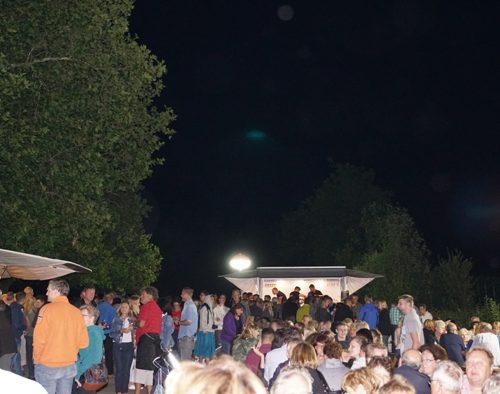 """Jede Menge Besucher an einer der Stationen bei der Veranstaltung """"Der klingende Weinberg"""" der Bottwartaler Winzer."""