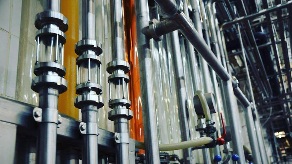 Bild von Rohren und Leitungen in der Remstalkellerei.