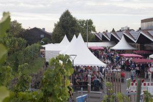 """Blick auf Weinfest """"Weinerlebnis am Kappelberg""""."""