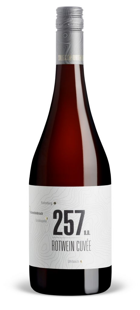 """Man sieht die 257 n.n. Rotwein Cuvée trocken aus der """"Höhenpunkte""""-Linie des Collegium Wirtemberg"""