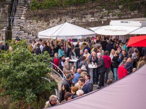 Besucher beim Käsbergfest Mundelsheim