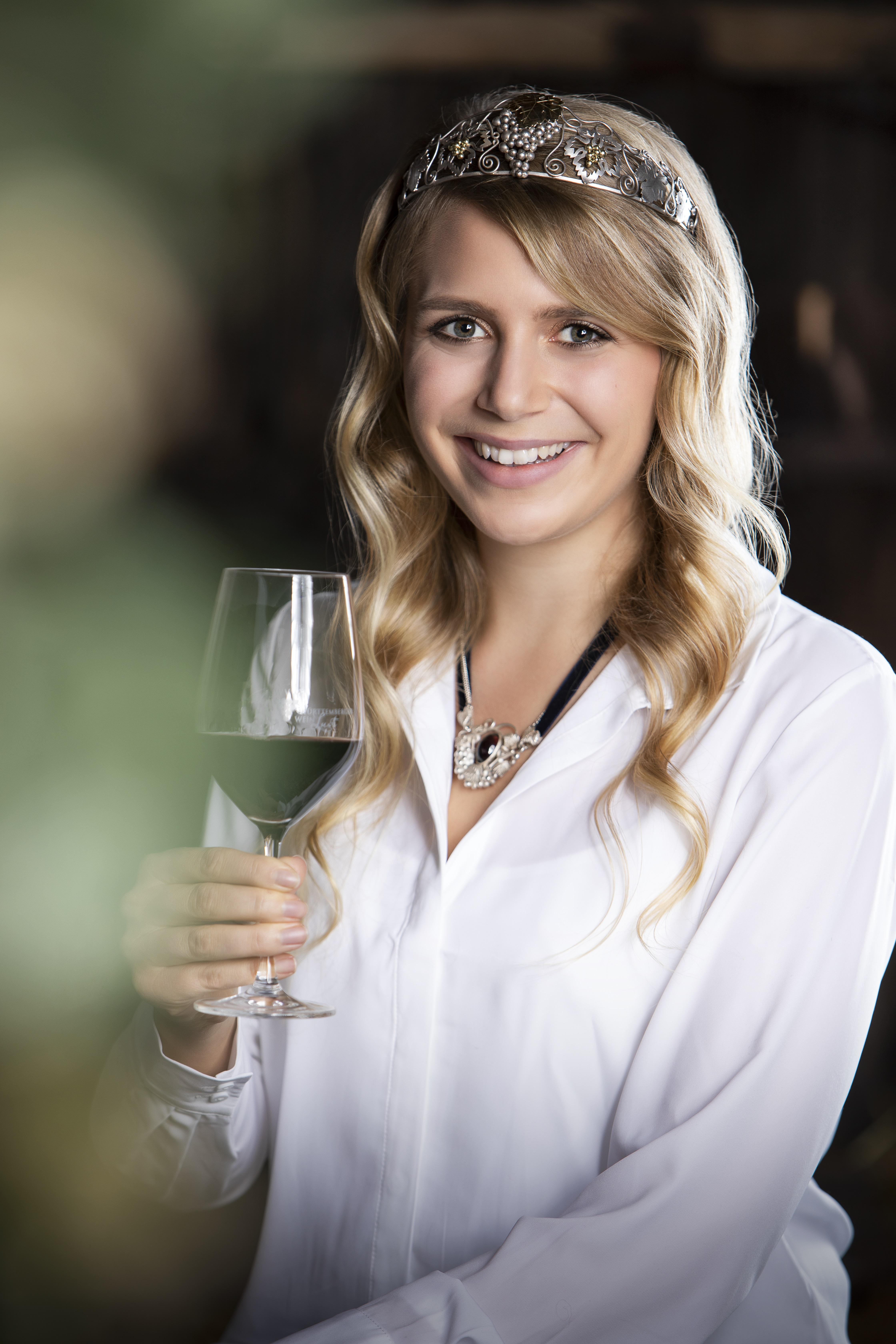Die Württemberger Weinkönigin Julia Böcklen