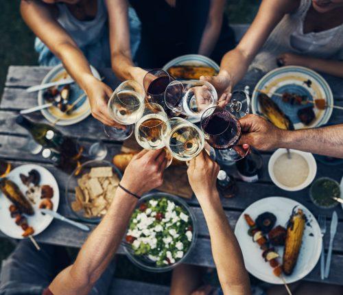 Wein und Barbecue genießen zur Feier des Tag des Weines
