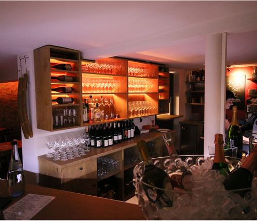 Die Einrichtung in der SiS Weinbar