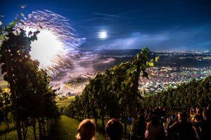 Feuerwerk bei Leuchtender Weinberg in Weinstadt