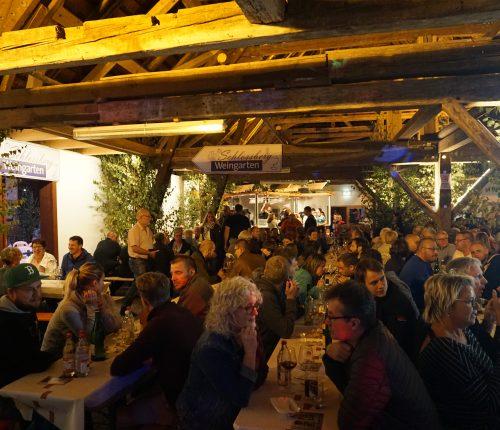 Besucher des Neipperger Kelterfest