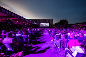 Sicht auf die Leinwand beim Open Air Kino Heilbronn