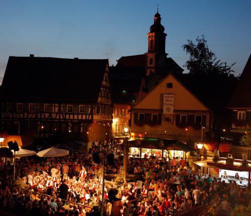 Das Original Erlenbacher Weinfest am Abend