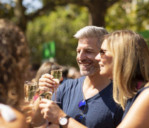 Gäste auf dem Criesbacher Weinfest
