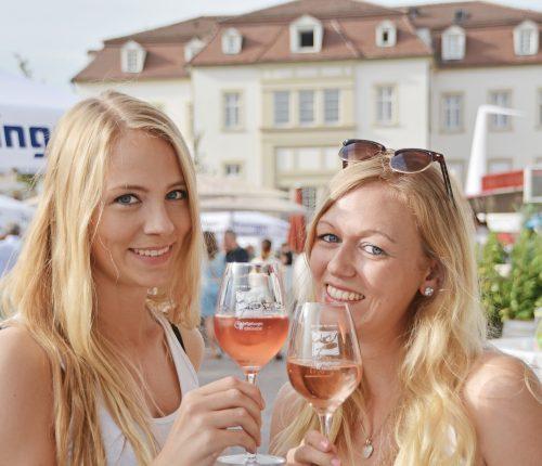 Gäste bei der Ludwigsburger Weinlaube