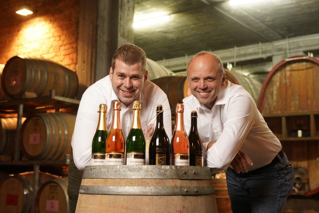 Geschäftsführer Peter Jung und Kellermeister Friedhelm Illg freuen sich über den Bundesehrenpreis bei der DLG Bundesweinprämierung