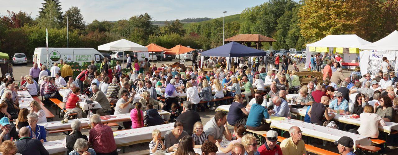Besucher des Herbstweinfests