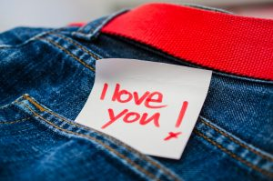 Jeanshosentasche mit I love you Schriftzug