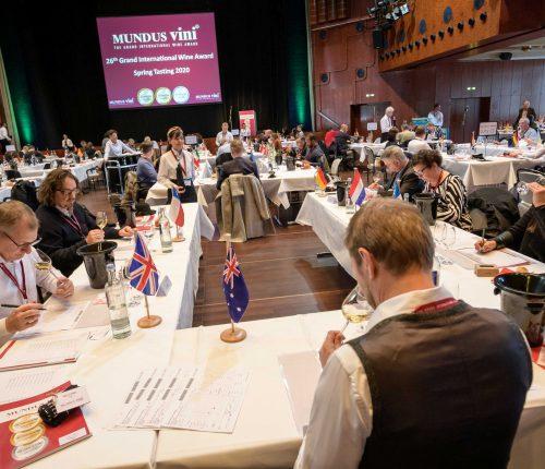 Jury verkostet Weine der Mundus Vini Frühjahrsverkostung 2020