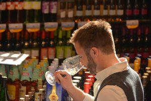 Patrick Hilligardt (German Wine Professional) beim verkosten