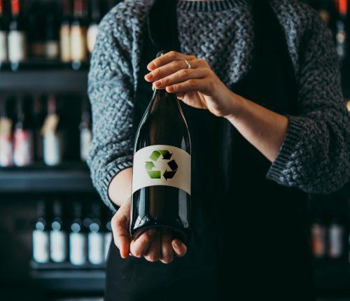 Weinflasche mit Recycle-Zeichen
