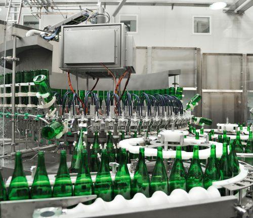 Die WZG Abfüllanlage in der Mehrwegflaschen befüllt werden