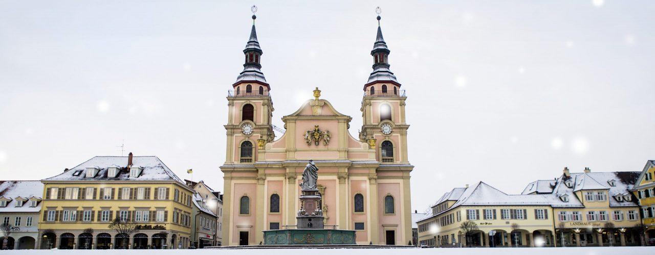 Ludwigsburg ein Wintermärchen. Der Marktplatz von Schnne bedeckt