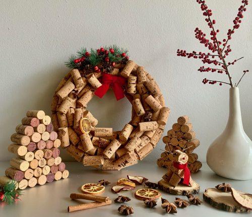 Korken-DIYs: Kleines Rentier, Tannenbaum und Weihnachtskranz