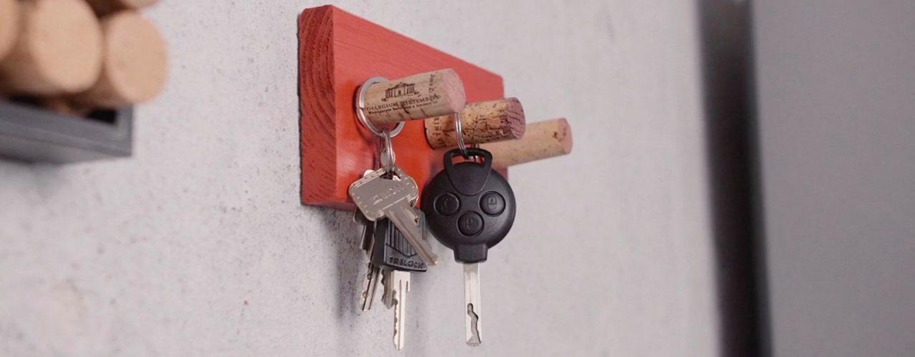 Schlüsselbrett mit Weinkorken zum selber basteln