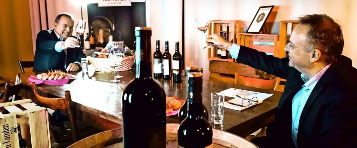 Dietrich Rembold und Holger Gayer bei der Online-Weinprobe im Stuttgarter Pressehaus, bei der Stuttgarter Zeitung