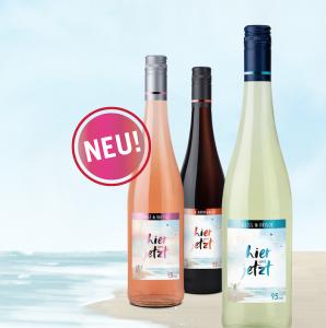 drei Weinflaschen am Strand