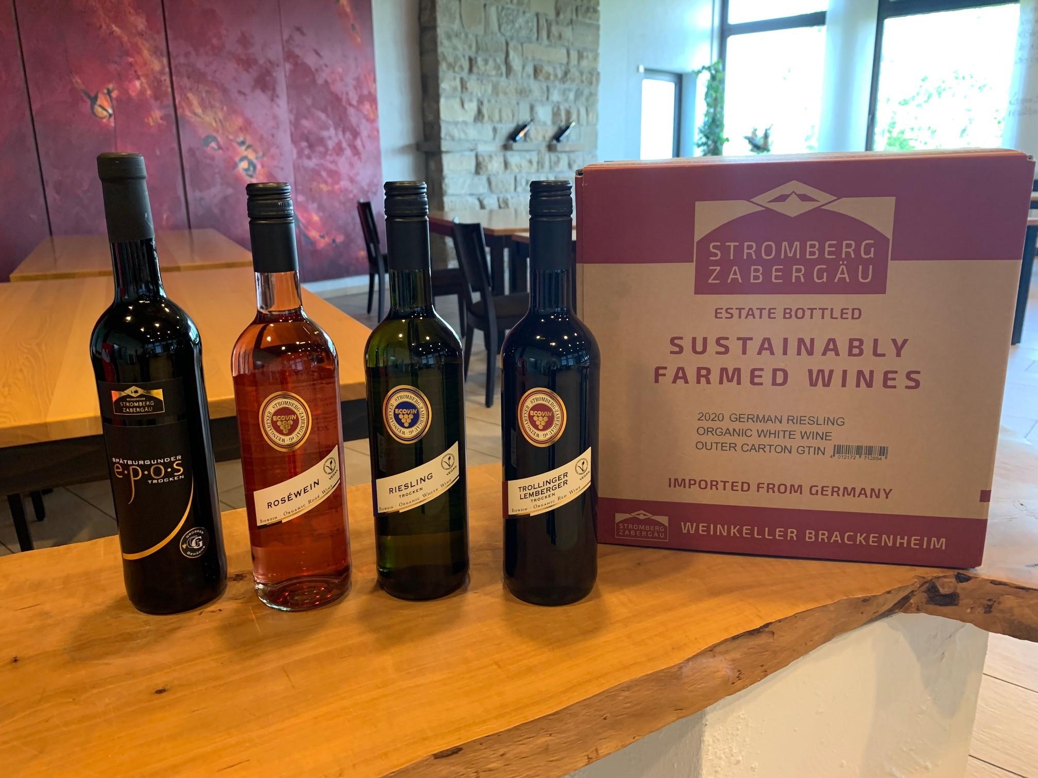 Die vier in japan erfolgreich verkauften Weine der Weingärtner Stromberg-Zabergäu und der Verpackungs-Karton