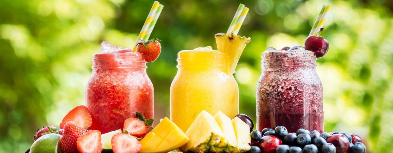 Wein-Slushies für den Sommer in Rot, Gelb und Dunkelrot
