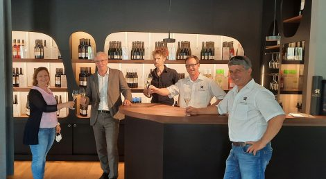 Weingärtner Esslingen öffnen Vinothek am Markt